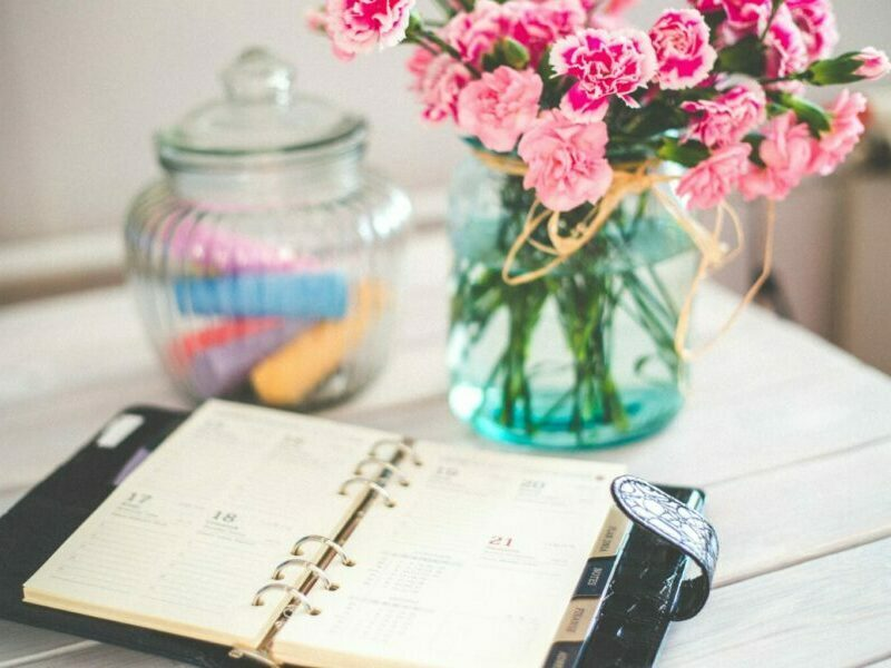 agenda-bouquet-businesswoman-6374